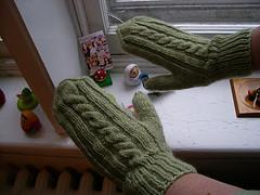 Basic Cabled Mittens