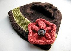 Button-flower cloche to coordinate with Tulip Yoke Baby Cardigan